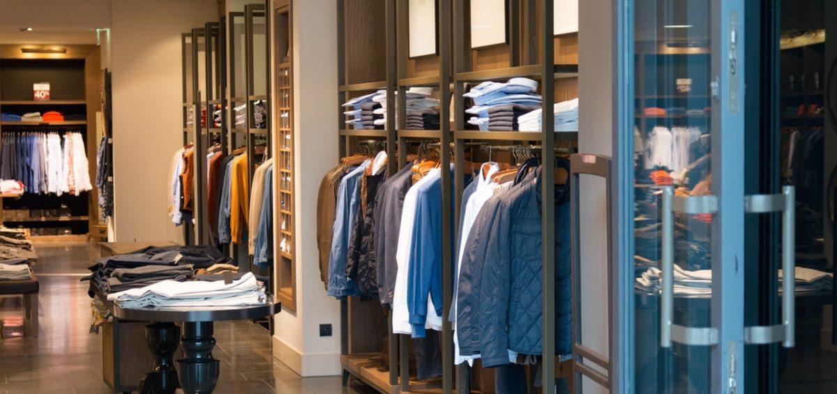Kläder i en butik